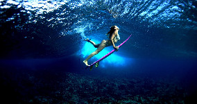 surf girl under the water wallpaper
